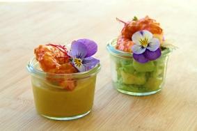 Amuse-Bouche Crevettes Avocats et Curry par EchaloteandCo et Saras_healthy_kitchen Credit Photo Saras_healthy_kitchen