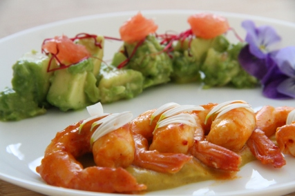 Amuse-Bouche Crevettes Avocats et Curry par EchaloteandCo et Saras_healthy_kitchen Credit Photo Saras_healthy_kitchen